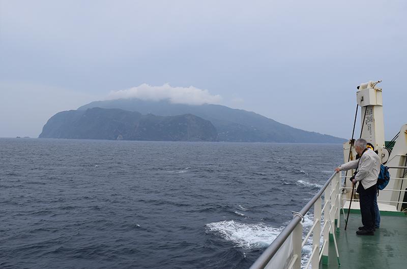 東方から見た黒島