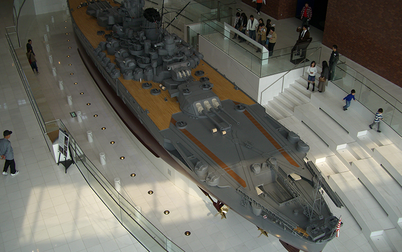 大和ミュージアムの目玉展示、戦艦大和の10分の1大模型。「まずは見よ」から軍事技術の評価は始まる。二度と造らないために=広島県呉市宝町で2007年4月8日撮影