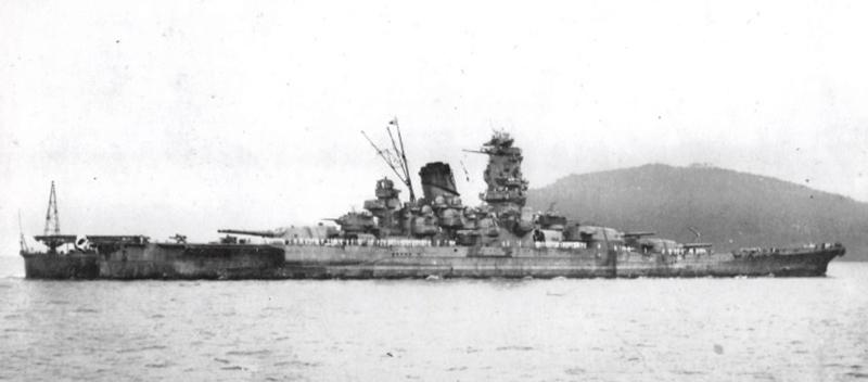 1943(昭和18)年、トラック島泊地の戦艦大和=呉市海事歴史科学館(大和ミュージアム)編「日本海軍艦艇写真集別巻 戦艦大和・武蔵」から